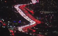 美感恩节大堵车 汇出一道圣诞灯饰般?带(图)