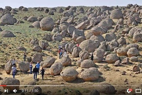 """哈萨克斯坦""""石球之谷""""神秘成因不为人知(图)"""