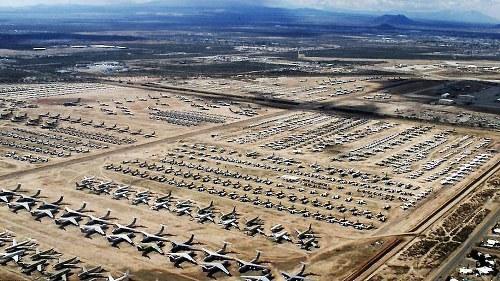 """美国沙漠深处的飞机""""墓地""""(组图)"""
