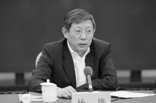 传闻升级变事实:江绵恒马仔杨雄卸职(图)