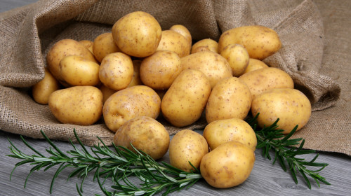 土豆具有健脾益气、和胃调中、减肥降脂等功效。