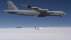 瞄准伊朗美派航母B-52轰炸机抵达中东(图)