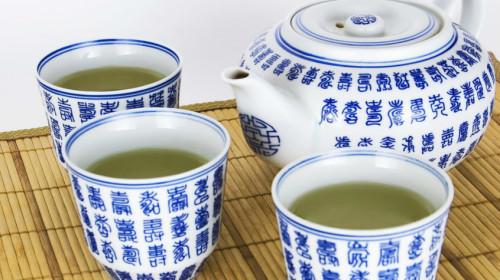每天只要喝四、五杯茶,就能将癌症风险降低40%。
