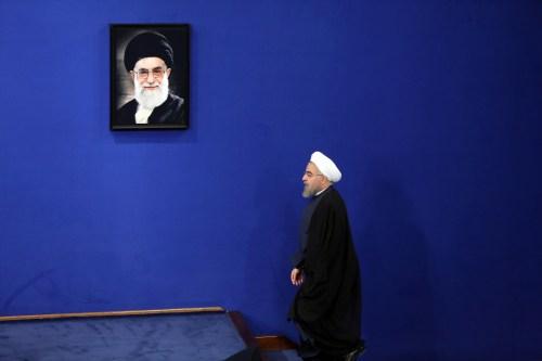 美军临城下伊朗最高领袖服软只打口水战(图)