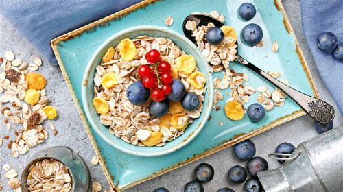 燕麦的水溶性纤维可降低坏的胆固醇和三酸甘油酯。