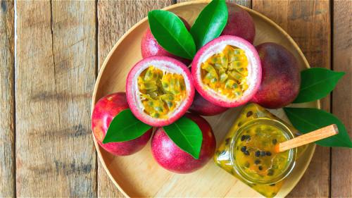 百香果能帮助防癌抗癌,预防心血管疾病,提高人体免疫力。