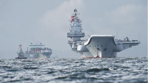 中国航空母舰辽宁号于2017年7月7日抵达香港水域。