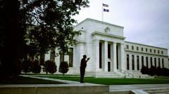 美联储由于温和的通胀维持利率不变(图)