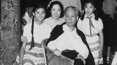 """刘亭亭是王光美的女儿,刘少奇的第八个孩子。她的童年和少年在中南海度过,""""文革""""中亲历了严酷的政治斗争。"""