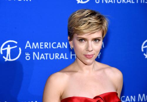 """""""黑寡妇""""是史嘉蕾乔韩森(Scarlett Johansson)在漫威电影宇宙(MCU)首度单飞的作品"""