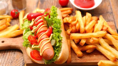 加工肉品如热狗等含有硝酸盐,少吃为妙。