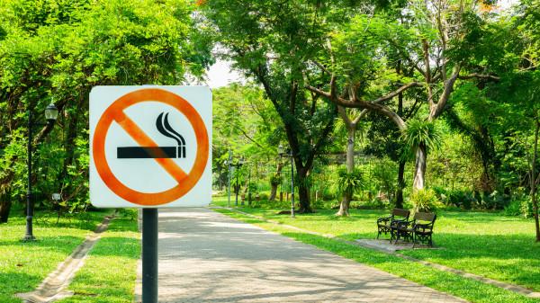 美国严格履行《烟草控制公约》、公共场合全面禁烟吸烟等措施。
