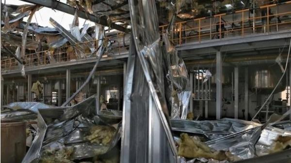 爆炸发生后,工厂内部残破不堪。(网络图片)