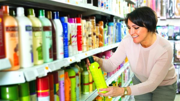 染发剂一定要选择正规的产品,以减少对人体的伤害。