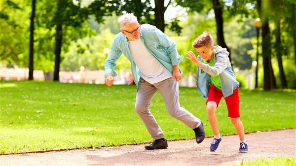 跑步容易气喘,心脏压力大,体能的消耗也比较大。