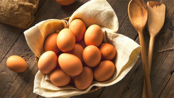 鸡蛋是一种简单而廉价的蛋白质来源,也是胶原蛋白的良好来源。