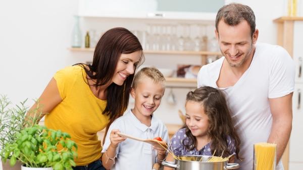 想让孩子主动做事,要用信赖耐心陪伴。