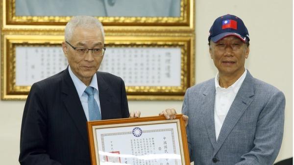 而就在韩国瑜2019年4月访问美国期间,台湾首富郭台铭正式表态参选总统。