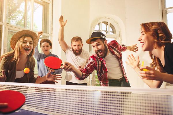 常言道出门在外靠朋友,可见朋友在人们心中的地位。
