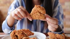 吃肯德基的时候为何餐盘上总垫一张纸(组图)