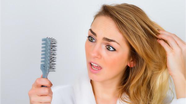 梳头、洗头时大把掉头发,就是需养肝补肾了。