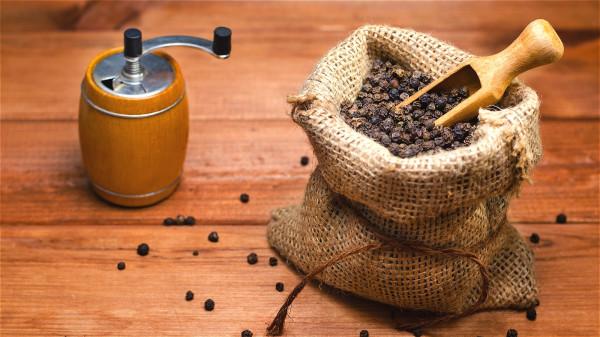 花椒是厨房里必备的调味料,也有很好的治病功效。