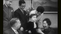 黑白历史片记录三代日本天王和麦克阿瑟(图)