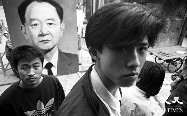 1989年4月15日胡耀邦突然去世,这是学生为悼念胡耀邦画的巨幅画像。