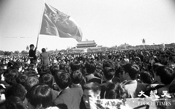 ???????六四期间北京天安门广场上聚集的请愿学生。