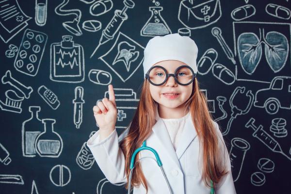 如果你有进入手术室的经验就知道,连手术室的墙壁颜色,大多也是浅蓝或淡绿色,这也是出于缓解视觉疲劳的目的。