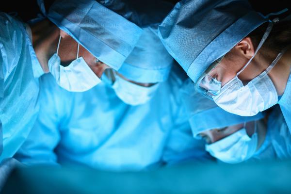 手术服才会大多数都采用蓝绿色,主要是为了减缓视觉疲劳。