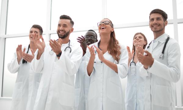 """""""白袍""""是如何穿到医生身上的?"""