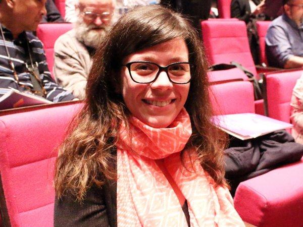 5月8日,Dahan女士在法国巴黎观看神韵。