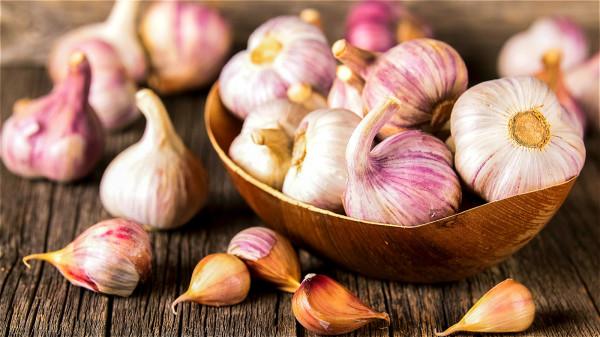 流行病学研究发现,摄取较多大蒜的人得到肠癌、胃癌和胰脏癌的机率较低。
