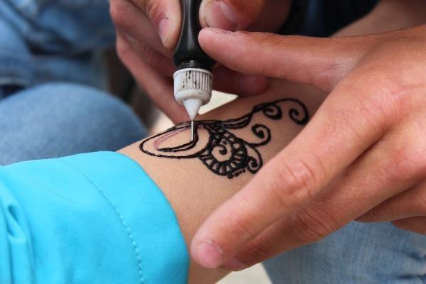 澳女到埃及玩 纹了个海娜纹身 恐怖的事发生了
