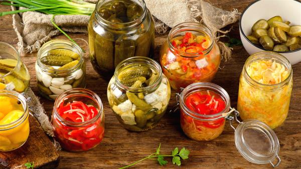 经常摄入高盐分的腌制食物,会直接影响血管的健康。