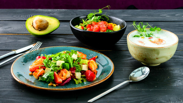 吃得过咸会增加肾脏的负担,平日饮食宜清淡一些。