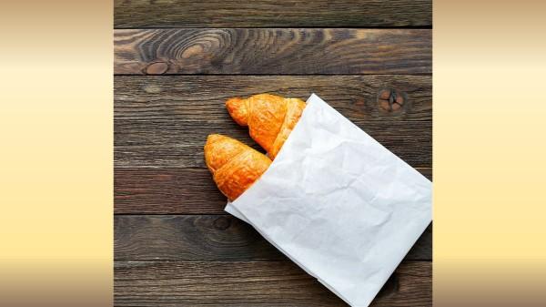 """荧光增白剂是一种""""化学毒物"""",与食品接触会加速其向食品中迁移。"""