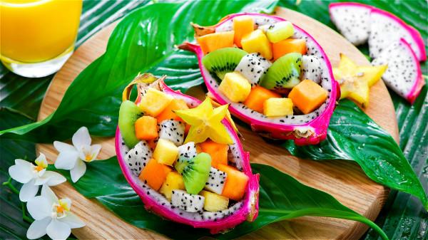 我们要吃新鲜的水果,假如水果已经烂了一部分就不要再吃。