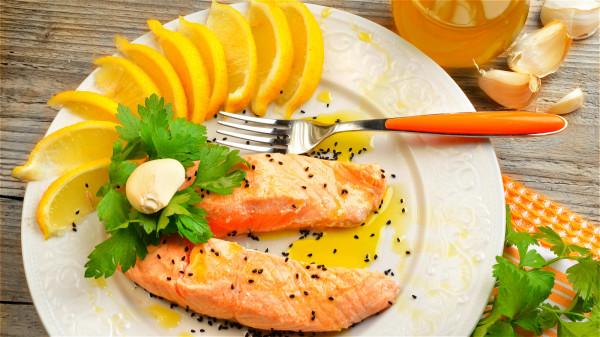 补充富含维他命B的食物,如鱼类、肉类、奶制品等有助于防辐射。