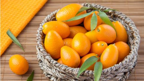 金橘能增强机体抗寒能力,可以防治感冒、降低血脂。