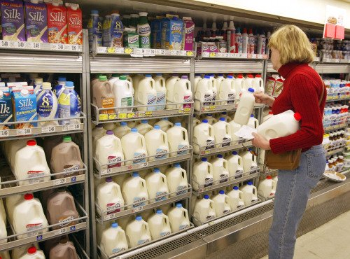 疲惫妈打翻牛奶沮丧至极 守护天使降临