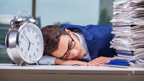 肝癌患者比其他�[瘤患者更易感�X疲倦乏力。