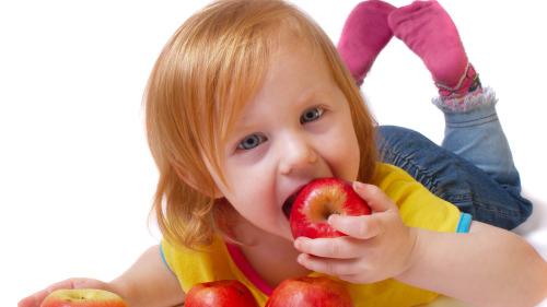 ����多吃�O果有增�M���、提高智能的效果。