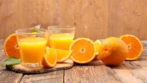 橘子含有大量维生素A、B1和C,属典型的碱性食物。