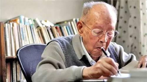 108歲的經濟學家、語言學家周有光直言不諱地說:「最好是民國!」
