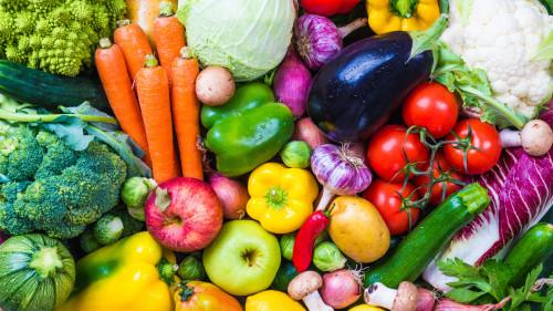 多吃蔬菜、水果等可以补充叶酸的食物。