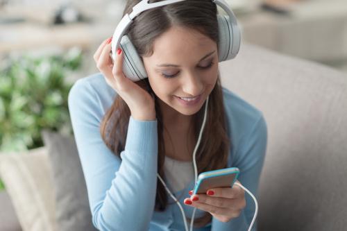 聆听轻快美妙的音乐,可以纾解压力。