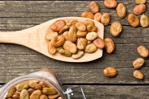 为了安全起见,蚕豆一定要煮熟后再食用。