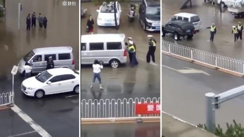 交警雨中推车造假,女记者摆拍